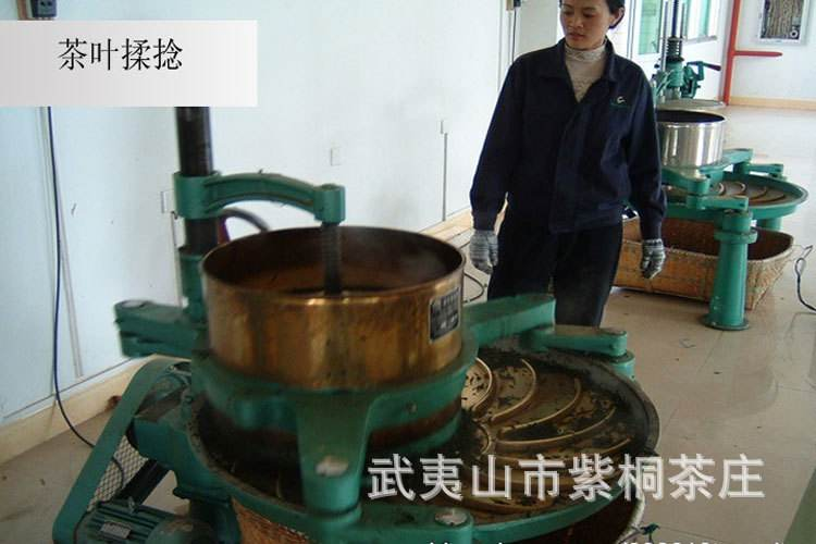 Фото процесса скручивания чайного листа