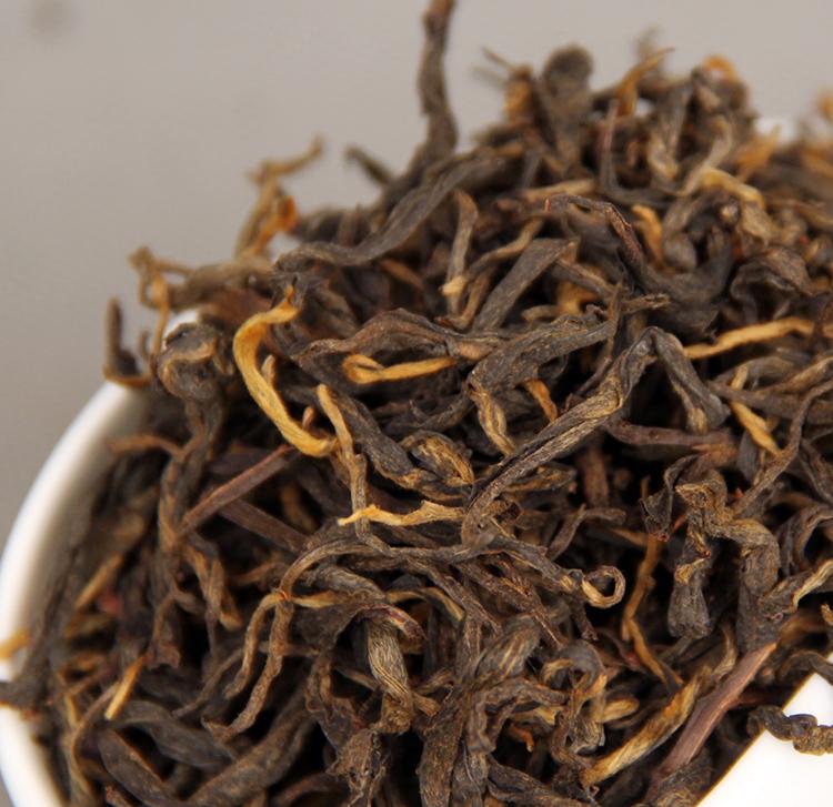 Фото первосортного байхового черного чая (с типсами/почками).