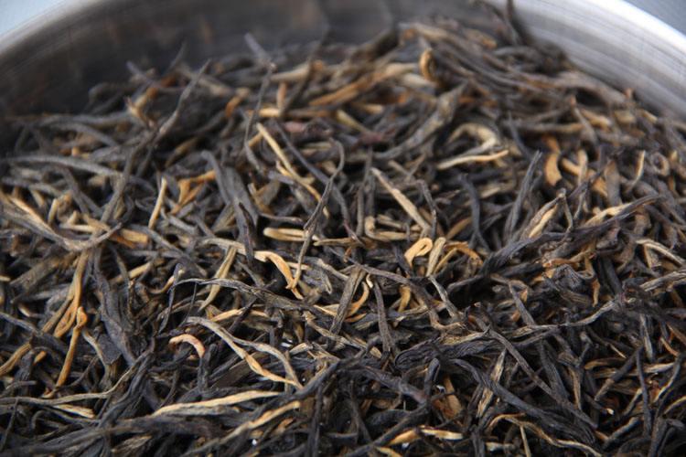 Фото первосортного игловидного красного (черного) чая